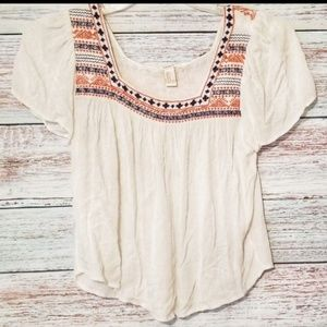 Forever 21 Top White Boho Embroidered shirt sleeve